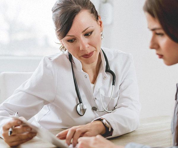 Consultations et frais hospitaliers